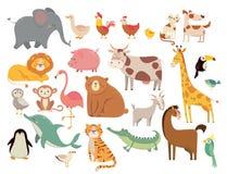 De dieren van het beeldverhaal Leuke olifant en leeuw, giraf en krokodil, koe en kip, hond en kat Landbouwbedrijf en savannediere vector illustratie