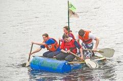 De Dierenartsen die van Kessock onderaan de rivier Ness rennen. Royalty-vrije Stock Foto
