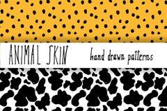 De dierlijke huidhand getrokken textuur, de Vector naadloze patroonreeks, de punten van de schetstekening leapard en de koe ville Royalty-vrije Stock Afbeeldingen