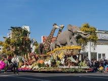 De dierlijke vlotter van Award van de stijl Grote Hofmaarschalk in beroemde Rose Parade Stock Foto's
