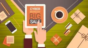 De Digitale Tablet van de handholding met Cyber-Bericht van de Maandag het Grote Verkoop royalty-vrije illustratie