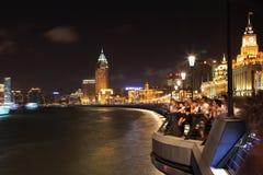 De dijk bij nacht in Shanghai, China stock fotografie