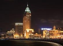 De dijk bij nacht in Shanghai, China royalty-vrije stock afbeeldingen
