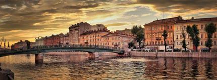 De Dijk van de Fontankarivier in St. Petersburg Royalty-vrije Stock Afbeelding