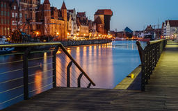 De Dijk van de Motlawarivier met de Kraan, Gdansk Stock Foto