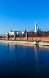 De dijk van de rivier van Moskou met het Kremlin, Rusland stock fotografie