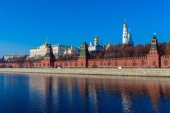 De dijk van de rivier van Moskou met het Kremlin, Rusland royalty-vrije stock foto