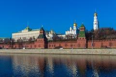 De dijk van de rivier van Moskou met het Kremlin, Rusland royalty-vrije stock afbeelding