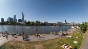 De dijk van Frankfurt van Hoofdpanorama Stock Afbeeldingen