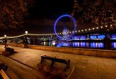 De dijk van Londen bij nacht Stock Foto