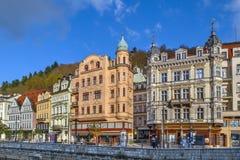 De dijk van Tepla-rivier, Karlovy varieert, Tsjechische republiek Stock Afbeelding