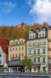 De dijk van Tepla-rivier, Karlovy varieert, Tsjechische republiek Royalty-vrije Stock Foto's