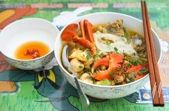De dikke soep van de rijstnoedel met krab, champinon en varkenskotelet royalty-vrije stock foto's
