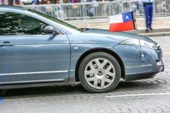 De Diplomatieke auto van Chili tijdens Militaire parade ( Defile) in Republiek Dag ( Bastille Day) Champs Elysees royalty-vrije stock foto's