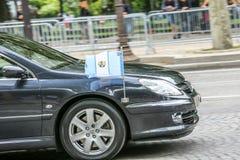 De Diplomatieke auto van Guatemala tijdens Militaire parade ( Defile) in Republiek Dag ( Bastille Day) Champs Ely royalty-vrije stock afbeeldingen