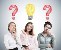 De diverse brainstorming van het vrouwenteam Stock Foto's