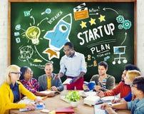 De diversiteitsmensen starten het Bedrijfssucces Leren Concept op Royalty-vrije Stock Foto's
