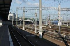 De Dnepr järnvägsstationplattformarna Arkivfoto