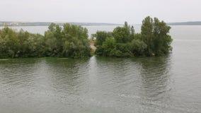 De Dnieper-Rivier dichtbij het dorp van Volosskoye in het Dnipropetrovsk-Gebied stock videobeelden