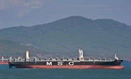 De doctorandus in de exacte wetenschappen Amalfi die van het containerschip zich op de wegen bij anker bevinden De Baai van Nakho Stock Afbeeldingen
