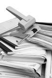 De documenten van de boekhouding en puncher Stock Foto's