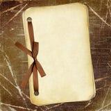De documenten van Grunge met boog op donkere achtergrond Stock Fotografie