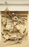De dodende Draak van heilige George Gipspleisterdecoratie op Art Nouveau-bu Royalty-vrije Stock Foto's