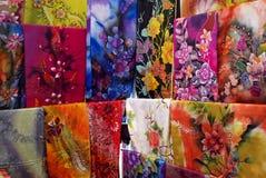 De doeken van de batik op vertoning Stock Foto's