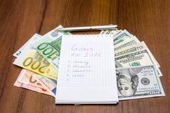 De doelstellingen van het nieuwjaar zijn resoluties met euro en dollar Stock Afbeeldingen
