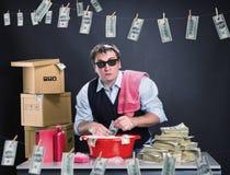 De doen schrikken zakenman wast dollars wit Stock Fotografie