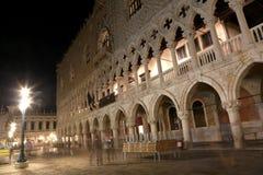 De Doges die ook geroepen Hertogelijke Plaats in Venetië Italië bouwen royalty-vrije stock afbeeldingen