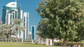 ` De Doha s Corniche dans le timelapse occidental de baie, Qatar banque de vidéos