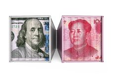 De Dollar van Verenigde Staten en Chinees Yuan Cargo Container Isolated Het Concept van de handelsoorlog Royalty-vrije Stock Foto