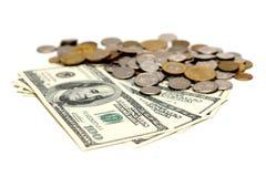 De dollarrekeningen van de V.S. en Europese muntstukken Royalty-vrije Stock Fotografie