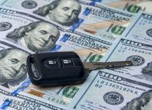De dollars van Verenigde Staten en de autosleutel Stock Afbeeldingen