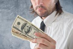 De dollars van Verenigde Staten van de zakenmanholding Stock Foto's