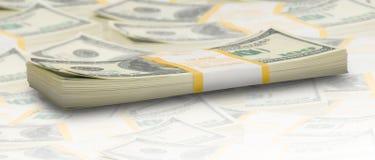 De dollarstapels van het tienduizend aan horizon Stock Foto