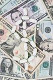 De dollarteken van de pil op geld Royalty-vrije Stock Foto's