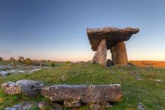 De Dolmen van Polnabrone in Burren Stock Afbeeldingen