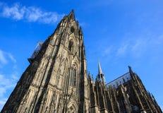 De Dom kerk in de stad Keulen Stock Foto's