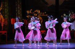 De domestique-Le l'acte rose d'abord des événements de drame-Shawan de danse du passé Image libre de droits
