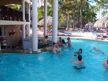 De Dominicaanse Republiek van trappencana - een gang verspert omhoog in een pool bij een toevlucht Stock Foto's