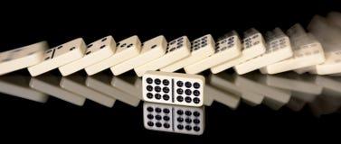De domino beïnvloedt achter elkaar Royalty-vrije Stock Foto's