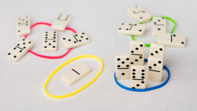 De domino vertegenwoordigt menselijke teams met verschillende psyhological die trekken op SCHIJFmodel worden gebaseerd Overheersi Royalty-vrije Stock Afbeelding