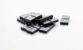 De domino zit in een stapel Geïsoleerd op een witte achtergrond close-up Stock Afbeeldingen