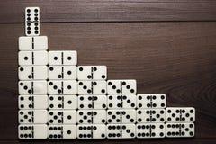 De dominostukken die van het leidingsconcept treden vormen Royalty-vrije Stock Afbeelding
