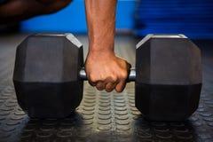 De domoor van de mensenholding in gymnastiek Stock Afbeelding
