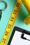 De domoor van het geschiktheidsconcept en het meten van band Stock Fotografie