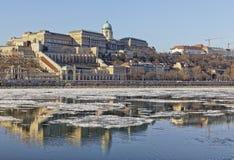 De Donau bij wintertijd in Boedapest Royalty-vrije Stock Afbeeldingen