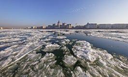 De Donau bij wintertijd in Boedapest Stock Foto
